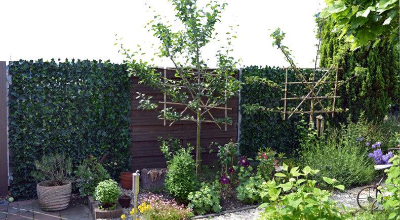 Kunsthecke als Gartenzaun